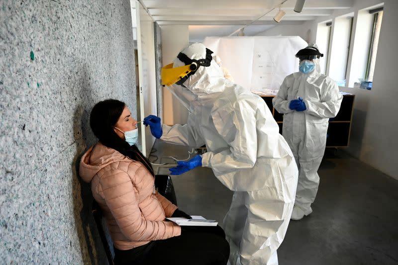 Slovakia's second round of coronavirus tests draws large crowds