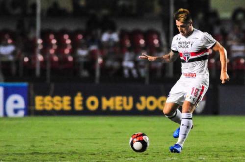 Buffarini sofre lesão muscular e vira mais um desfalque no São Paulo