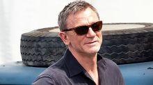 El doble de Daniel Craig es un taco de ojo