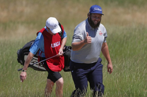Andrew 'Beef' Johnston gives a thumbs-up to the crowd at Erin Hills. (Getty)