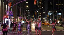 Nueva York quedó sin luz y los actores de Broadway siguieron el show en plena calle