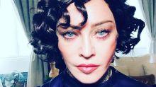 Madonna aparece morena e surpreende os fãs