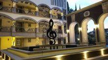 Marco Antonio Solís inaugura su hotel: ¿el Palacio del Bukingham?