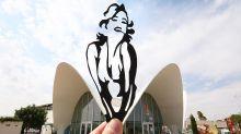 Artistas transforma cenários pelo mundo usando esculturas de papel