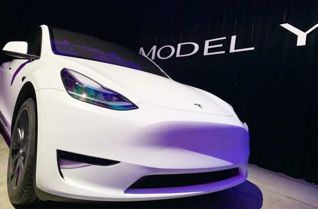 Tesla starts delivering the Model Y