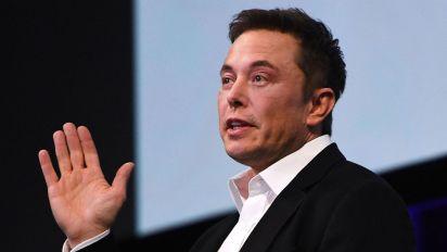 Elon Musk ora vende i «cappelli più noiosi del mondo»