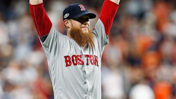 Kimbrel sorry for 'heart attack' playoff outings