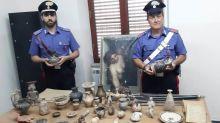 Nascondeva reperti archeologici in casa: denunciato