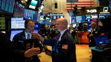 Wall Street, redoutant une procédure de destitution, termine en baisse