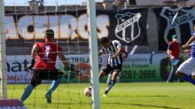 Na expectativa do retorno, Douglas Coutinho relembra desempenho positivo antes da pausa