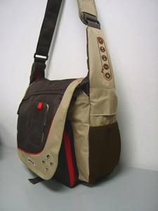 G-Tech iPod control and speaker-equipped messenger bag