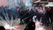 El caos toma París: enfrentamientos entre policías y manifestantes contrarios a la reforma de las pensiones