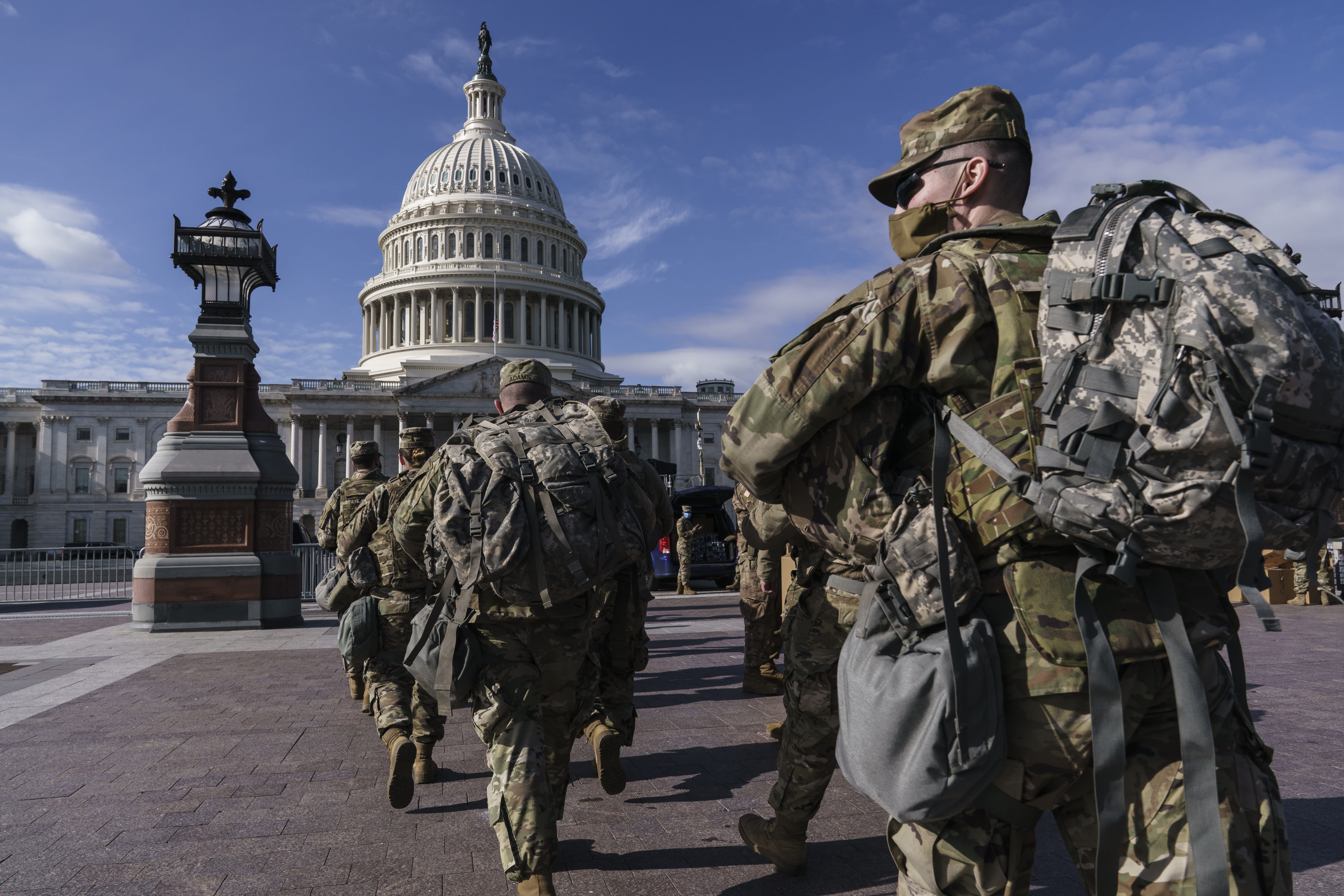 FBI vetting Guard troops amid fears of insider attack