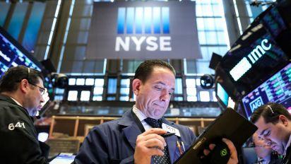 Stocks fall, Powell points to economic risks