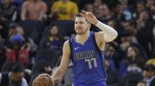 Luka Doncic heads to locker room after scary fall vs. Lakers