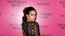Sara Sampaio deja a todos sin respiración con sexy vestido repleto de agujeros
