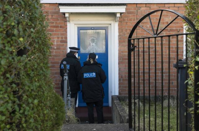 UK police try to scare teen hackers by visiting them at home