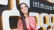 """Bruna Marquezine usa """"pijama"""" em evento; look é tendência entre famosas"""