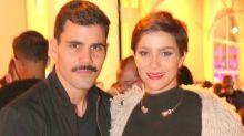 Juliano Cazarré muda visual e agora usa bigode