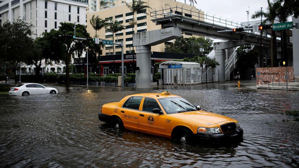 Eta floods Florida after making landfall as strong tropical storm