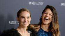 Natalie Portman vs. Gina Rodriguez en la alfombra roja