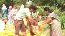 Coronavirus lockdown: Farmer distributes wheat grain to needy villagers