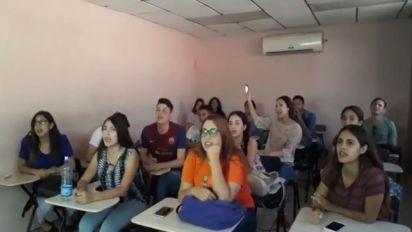 "Video | Maestra enseña inglés al ritmo de ""La Chona"""