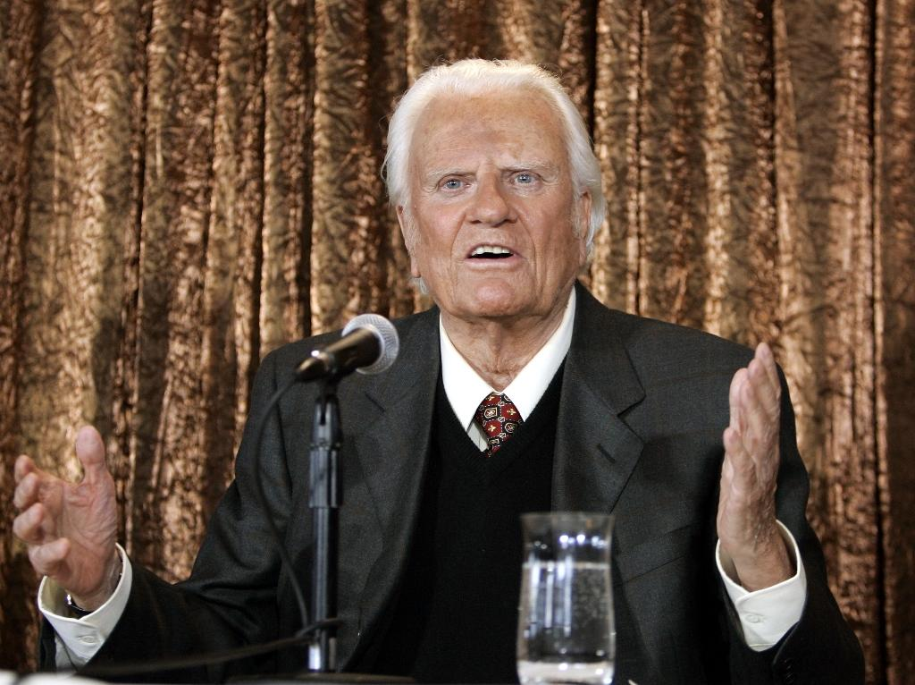 US evangelist Billy Graham -- here at a June 2005 New York press conference -- is being laid to rest at his North Carolina home (AFP Photo/Timothy A. CLARY)