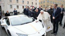 Una foto antigua del papa Francisco desata guerra de Photoshop