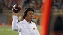 Mike Gundy prods Mason Rudolph to take shirt off, then takes off his own