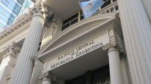 """El Banco Central sigue """"quemando"""" reservas para frenar al dólar: ¿alcanzarán hasta el 10 de diciembre?"""