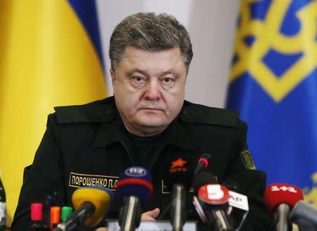 Ukraine's President Petro Poroshenko talks to military staff in Kiev February 14, 2015. REUTERS/Valentyn Ogirenko