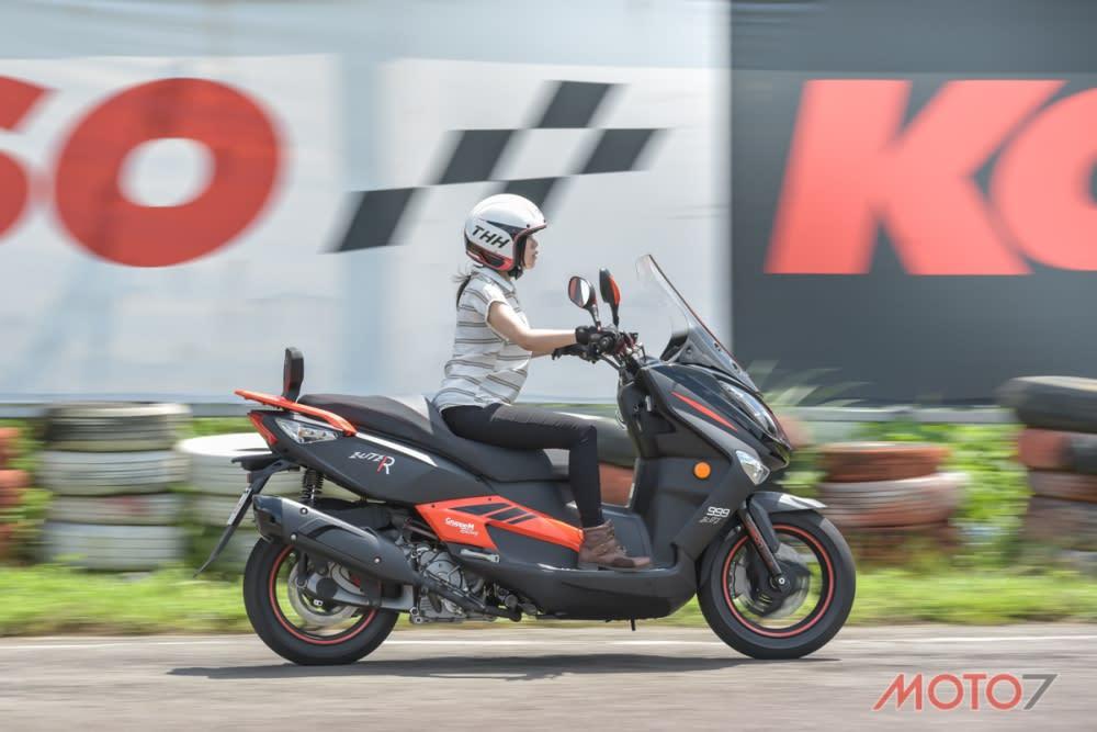 ELITE 300R的加速表現相當輕快。