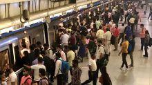 FOTOS | Escenas de otro tiempo en India tras la reapertura total del metro