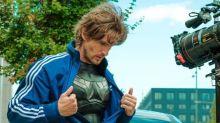 """""""Super-héros malgré lui"""": première photo de Philippe Lacheau en Superman dans son nouveau film"""