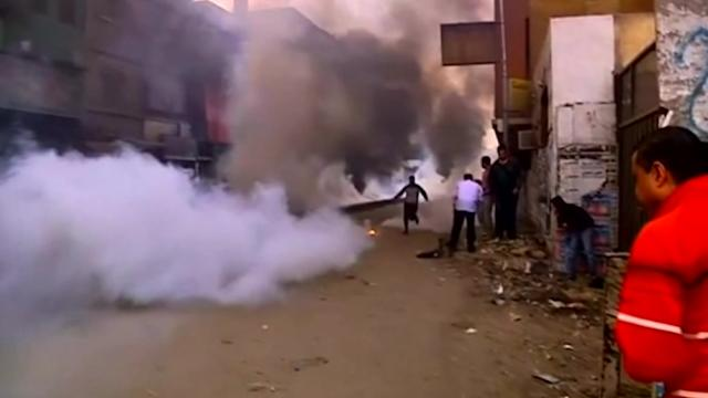 Mursi supporters face tear gas amid protests
