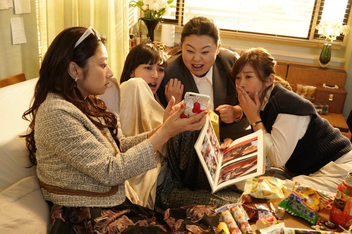 《Sunny我們的青春》描述幾位高中時的閨蜜多年後再度聚首,一起回憶當年一起組團的青春歲月。(CatchPlay提供)