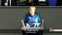 Kanzlerin Merkel bringt den Bundestag zum Lachen