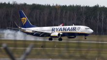 Ryanair sees fares falling further; O'Leary to stay on