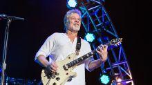 Morre o guitarrista lendário Eddie Van Halen, vítima de câncer, aos 65 anos