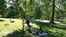 """""""On respire beaucoup mieux, c'est incomparable"""": les Parisiens heureux de retrouver leurs parcs"""
