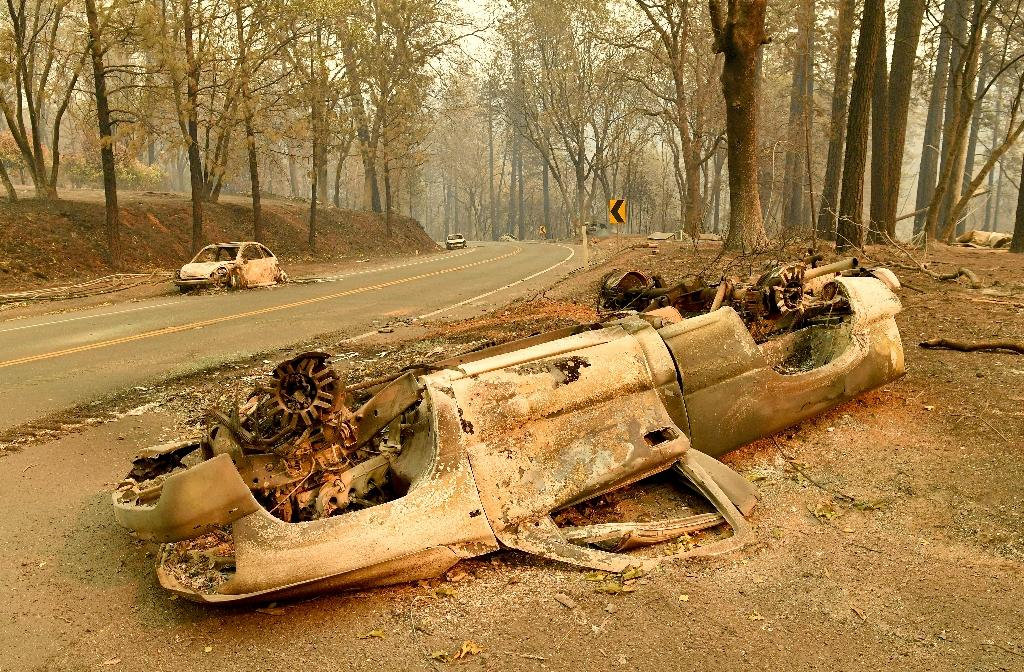 Burned cars litter a road during the Camp fire in Paradise, California on November 12, 2018 (AFP Photo/Josh Edelson)