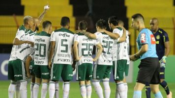 Atento ao mercado sul-americano, Barcelona observa zagueiro do Palmeiras