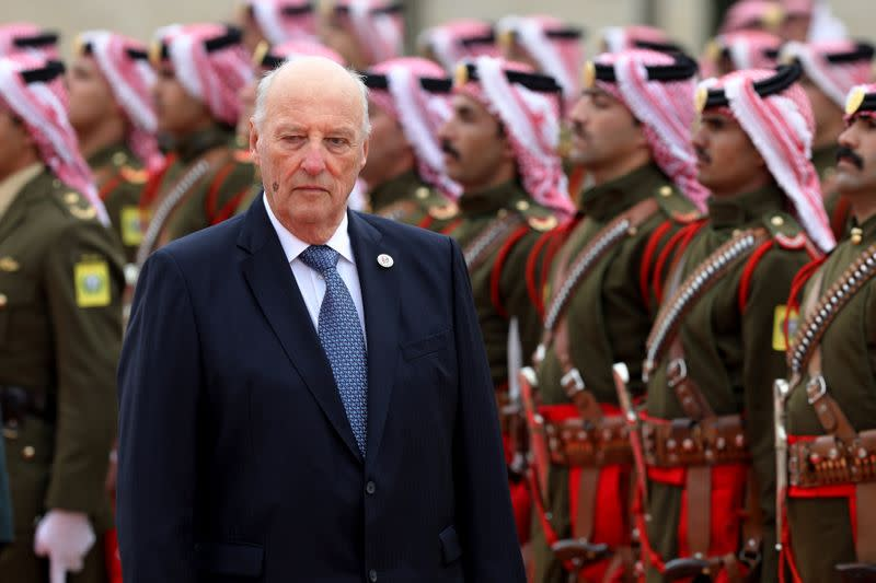 Norway's King Harald to undergo surgery to replace a heart valve