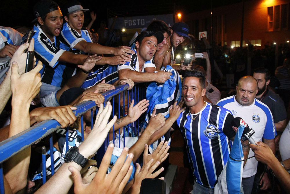 Lucas Barrios anotó su primer gol con Gremio