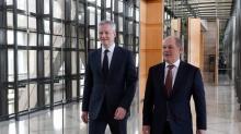 Ministri Francia e Germania simbolicamente assieme all'Eurogruppo