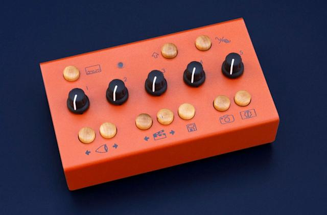 Eyesy is a Raspbery Pi-powered video synthesizer