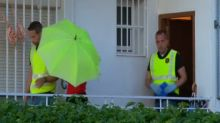 Registran la vivienda de la policía local detenida por la muerte de su pareja