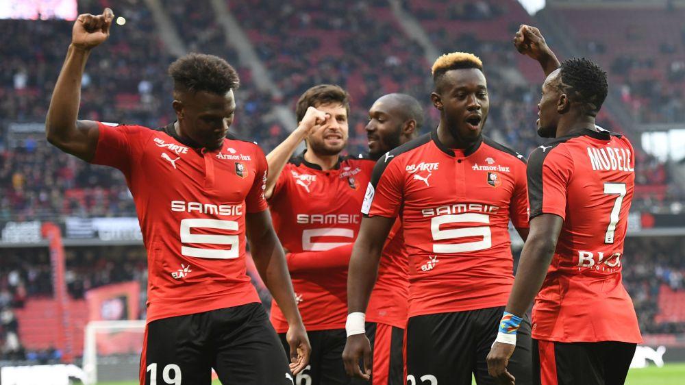 ASSE-Rennes arrêté en raison de supporters dans le stade