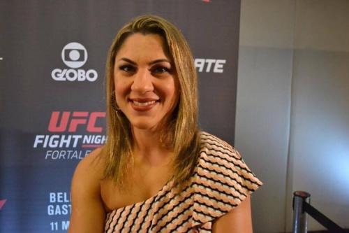 Bethe Correia faz as pazes com 'Cyborg' e promete se reinventar no UFC